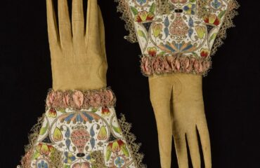 13 Ways Victorian Evening Gloves