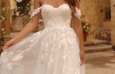 8 Exceptional Wedding Dress Topper